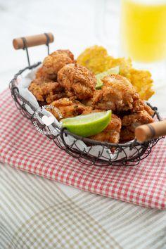 Crispy Fried Chicken, Raw Chicken, Chicken Bites, Cilantro Lime Rice, Dominican Food, Chicharrones, Beach Meals, Food Stands, Comida Latina