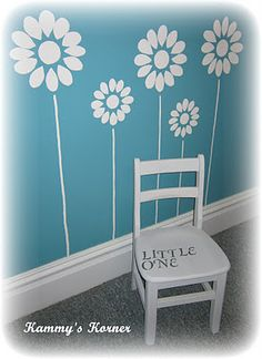 Little Girl's room - love the flowers