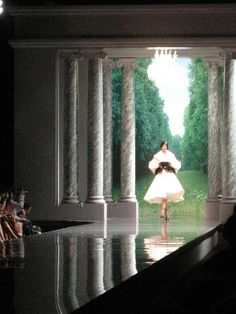Google Image Result for http://www.tmds1.com/lifestyle/00036-fashion-runway-show/design-lifestyle-new-york-fashion-runway-show-interior-dior-trump.jpg