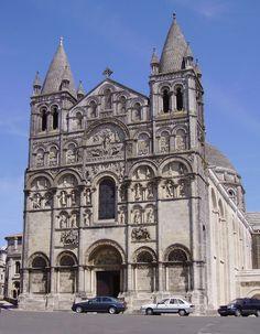 Angouleme cathedral StPierre a - Romanesk mimari - Vikipedi Romanesque Art, Romanesque Architecture, French Architecture, Historical Architecture, Saint Sernin, Architecture Romane, Architecture Religieuse, Carolingian, Ville France