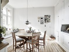 Piezas vintage de madera y una guitarra   Decorar tu casa es facilisimo.com