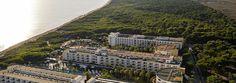 L'hôtel IBEROSTAR Albufera Playa est situé sur la plage de Muro, l'une des plus convoitées de l'île de Majorque. C'est un complexe Tout Inclus. Situé auprès du port d'Alcudia, il est entouré par la mer et baigne dans la tranquillité. Les 340 chambres doubles et les 20 suites Junior de l'hôtel IBEROSTAR Albufera Playa ont été entièrement rénovées en 2008. L'IBEROSTAR Albufera Park et l'IBEROSTAR Albufera Playa partagent leurs installations, leurs zones communes