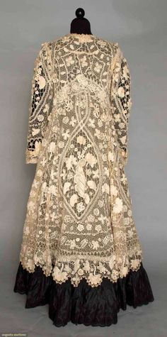 A beautiful Irish embroidered lace coat of Irish Crochet Lace Coat 1905 Augusta Auctions Victorian Lace, Antique Lace, Vintage Lace, Crochet Vintage, 1900s Fashion, Edwardian Fashion, Vintage Fashion, Vintage Outfits, Vintage Dresses