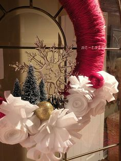 MT-Tails: DIY yarn wonderland wreath Christmas Wreaths, Christmas Decorations, Holiday Crafts, Holiday Decor, Felt Diy, Fake Flowers, Wonderland, Clever, Spirit