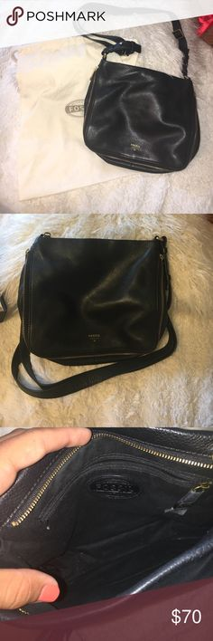 Fossil bag Crossbody fossil bag with adjustable strap. Comes with dust bag. Great condition!!! Navy blue. Bottom zips open for extra room Fossil Bags Crossbody Bags