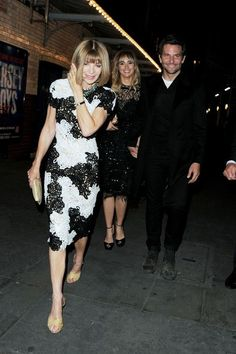 Anna Wintour Cocktail Dress - Anna Wintour grabbed dinner in London looking oh-so-stylish in a black-and-white lace cocktail dress.