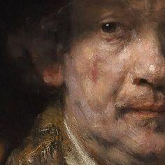 En este auto-retrato de Rembrandt, solo podemos apreciar la mitad de su rostro. Parece que la pintura se centra en su mirada.