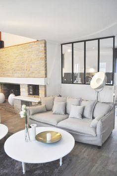 Salon moderne, verrière, salon gris, cheminée