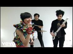 Music video by Yeah Yeah Yeahs performing Cheated Hearts. (C) 2006 Yeah Yeah Yeahs Under exclusive license in the United States to Interscope Records