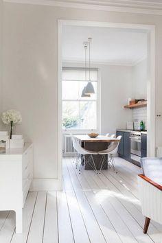 Wandfarbe Creme und weißer Dielenboden