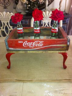 Oh so shabby chic Coca Cola the pause that refreshes. Made in the good old USA. - Coca Cola - Idea of Coca Cola Vintage Coca Cola, Garrafa Coca Cola, Coca Cola Decor, Coca Cola Kitchen, Always Coca Cola, Wood Crates, Wood Crate Furniture, Vintage Design, Vintage Theme