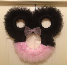 Minnie Mouse tulle wreath by TreasuresMadeByTracy on Etsy, $75.00 Tulle Projects, Tulle Crafts, Wreath Crafts, Wreath Ideas, Disney Crafts, Disney Fun, Mickey Wreath, Mickey Christmas, Tulle Wreath