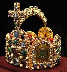 Imperial Crown of the Holy Roman Empire. At present in the Imperial Treasury of the Hofburg Palace, Vienna. Royal Crowns, Royal Jewels, Tiaras And Crowns, Crown Jewels, Royal Tiaras, World History Facts, Empire Romain, Imperial Crown, Holy Roman Empire