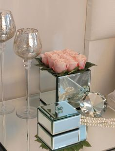 Roses in a Mirror Cube - Pale Pink | RTfact | Artificial Silk Flowers