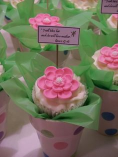 70 Affectionate Mother's Day Cupcake Ideas Mothers Day Desserts, Mothers Day Cupcakes, Mothers Day Decor, Mothers Day Cake, Mothers Day Brunch, Mothers Day Crafts, Cupcake Flower Bouquets, Edible Bouquets, Flower Cupcakes