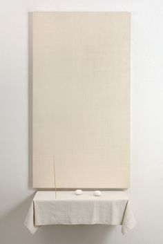 Pier Paolo Calzolari: Tiara IV, 2007. Frame with canvas painted in milk tempera, iron, electric engine, linen, gold pin, eggs, 279 x 103 x 58 cm.