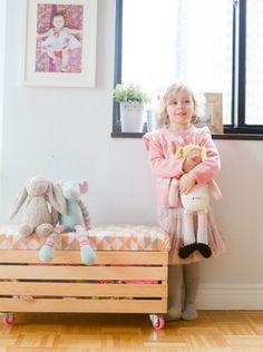 DIY speelgoedkist | DIY Toy box - http://www.thislittlestreet.com