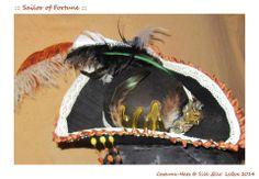 4. ::: Sailor of Fortune ::: Unikater Filzhut - Handarbeit, Häkel-Borte & Glasperlen, Augenklappe im Steampunk-Look, Diverse Federn ( Strauss, Fasan, Hahn ), Munitionspatronen & Schwertschmuck