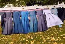 Amish clothes line Amish Culture, Amish Community, Amish Country, Country Life, Amish Quilts, Online Gallery, Simple Living, Frocks, Fascinator