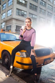 Gigi Hadid for Maybelline in New York City Gigi Hadid Looks, Bella Gigi Hadid, Gigi Hadid Style, Fashion Illustration Poses, Classy Photography, Fashion Photography, Gigi Hadid Outfits, Maybelline, Trendy Fashion