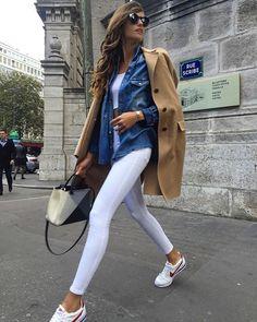 """Sabemos que el color blanco es uno de los colores básicos por excelencia, lo que sin duda alguna combina con cualquier otro tono y se ve genial en un outfit. Por eso, cuando deseamos que el color blanco sea el protagonista de nuestro look, podemos estar seguras que cualquiera que sea el tono con … Continuar leyendo """"Formas de combinar un pantalón blanco para verte hermosa"""""""