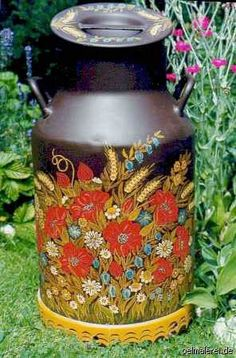 How beautiful and I love poppies, such a great idea for my old milk can. Painted Milk Cans, Paint Cans, Vintage Milk Can, Old Milk Cans, Decoupage, Milk Cup, Garden Structures, Tole Painting, Antique Stores
