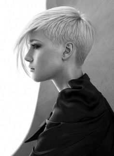Cool 40 Hottest Pixie Haircut Ideas You Will Totally Love. More at https://outfitsbuzz.com/2018/03/21/40-hottest-pixie-haircut-ideas-you-will-totally-love/