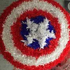 Tuto pinata Capitain America Superhero Theme Party, Party Themes, Anniversaire Captain America, Idee Diy, 4th Of July Wreath, Avengers, Crafts For Kids, Holiday Decor