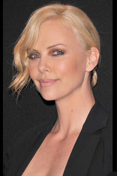 Charlize Theron, Makeup, Charlize Theron Source by Jackson Theron, Mighty Joe, Charlize Theron Oscars, Atomic Blonde, Female Actresses, Hot Blondes, Best Face Products, Hollywood Stars, Beautiful Actresses