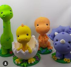 Dinosaur Cake Toppers, Dinosaur Birthday Cakes, Fondant Toppers, Dinosaur Party, Fondant Animals, Clay Animals, Sah Biscuit, Paper Flowers Craft, Gum Paste Flowers