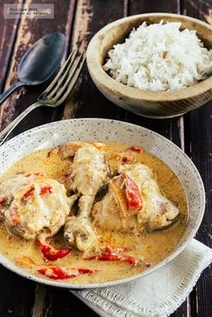 Thai-style coconut chicken: recipe with exotic airs- Thai style coconut chicken recipe. Recipe with step-by-step photographs and tasting recommendations. Chicken and poultry recipes … - Asian Chicken Recipes, Thai Recipes, Asian Recipes, Cooking Recipes, Healthy Recipes, Empanadas, Chicken Alfredo Lasagna, A Food, Food And Drink