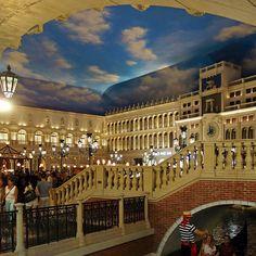 The Venetian Las Vegas-O hotel é encantador desde a entrada. Tudo decorado com a inspiração na Itália e lógico Veneza. Próximo a diversas facilidades como Walgreens e bem no centro de tudo que a Strip oferece. Também próximo a uma estação do Monorail. - --- -#lasvegas #lasvegasstrip #lasvegasclubs #lasvegaspromoter #lasvegasblvd  @venetianvegas #thevenetianlasvegas #thevenetian #thevenetianhotel  #blogueirorbbv #travel #LoveTravel #TravelLove #viajem #viagem #ComerDormirViajar #likeforlike…