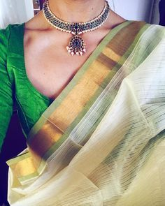 Looking for necklace to wear with sarees? Here are adorable necklace designs that you can wear from trendy to traditional sarees. Indian Attire, Indian Outfits, Indian Dresses, Indian Clothes, Saree Jewellery, Bridal Jewellery, Gold Jewellery, Boho Jewelry, Jewelery
