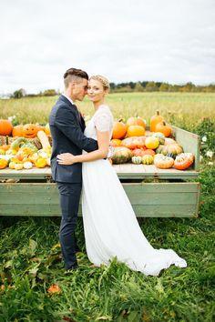 Herbstliebe: Romantisch heiraten im goldenen Oktober Woodland Wedding, Autumn Wedding, Peach Orange, Wedding Photography, Colour, Photography, Newlyweds, Getting Married, Autumn