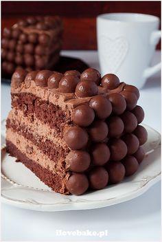Tort czekoladowy z Maltesersami - I Love Bake Sweet Recipes, Cake Recipes, Dessert Recipes, Food Cakes, Cupcake Cakes, Bosnian Recipes, Decadent Chocolate Cake, Polish Recipes, Cake Cookies