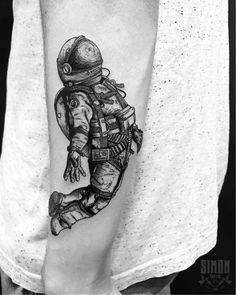 Astronaut Tattoo, Alien Tattoo, Brain Tattoo, S Tattoo, Black Tattoos, Cool Tattoos, Tatoos, Astrology Tattoo, Tattoo Flash Art