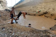 In Syria's Aleppo, children swim in Assad's bomb craters Syrian Children, Air Raid, Swimming Pools, Wellness, India, Pictures, Life, Swiming Pool, The Neighborhood