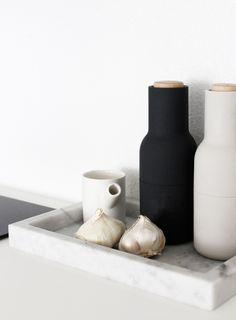 Byt ve skandinávském stylu a černobílé barevnosti - Jennifer Hagler, A Merry Mishap