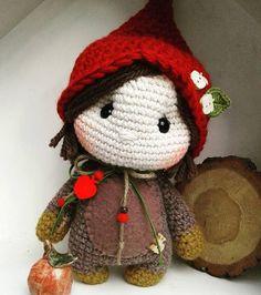 Die gehört jetzt einfach mal mir...❤  The little Lady now belongs to me....  #crochetdolls #dollmaker #wichtel #Zwerge #häkeln #marleensmadeforyou #crochetlove #crochetersofinstagram #yarnlover #autumn #herbst #beschützedich #crochet #formeonly #birthdaypresent #woodland