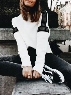Casual fashion outfits ideas and Chic Summer outfits for 2019 White Summer Outfits, Casual Winter Outfits, Fall Outfits, Mode Outfits, Fashion Outfits, Womens Fashion, Fashion 2018, Sneakers Fashion, Mode Style