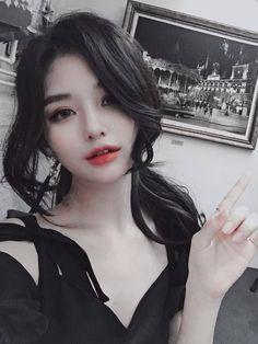 スキンケア スキンケア in 2020 Korean Beauty Girls, Pretty Korean Girls, Cute Korean Girl, Pretty Asian, Cute Asian Girls, Beautiful Asian Girls, Asian Beauty, Cute Girls, Uzzlang Girl