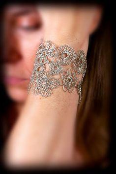 Ann!!! Faut que tu m'apprennes le crochet!!     Handmade crocheted silver wire lace bracelet by LoopyMagpie, $65.00