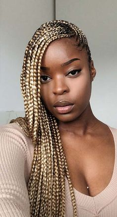 How to style the box braids? Tucked in a low or high ponytail, in a tight or blurry bun, or in a semi-tail, the box braids can be styled in many different ways. Box Braids Hairstyles, Lemonade Braids Hairstyles, Black Girl Braids, Braided Hairstyles For Black Women, Braids For Black Hair, African Hairstyles, Cool Hairstyles, Curly Hair Styles, Natural Hair Styles