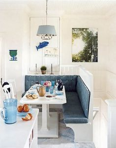 Living in Tiny Spaces - Little Nests - banquette Kitchen Banquette, Kitchen Benches, Dining Nook, Kitchen Nook, Big Kitchen, Disney Kitchen, Kitchen Tables, Kitchen Living, Kitchen Ideas