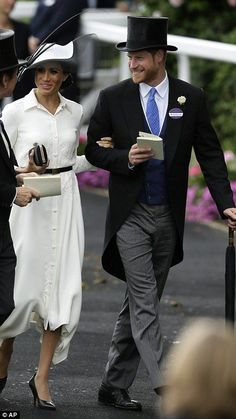 Prince Harry and Meghan Markle join the Queen at Royal Ascot Princess Meghan, Prince Harry And Meghan, Prince And Princess, Prinz Harry, Meghan Markle Style, British Royal Families, Royal Look, Royal Dresses, Princesa Diana