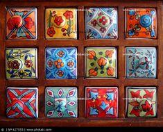 Cajita de madera y porcelana pintada