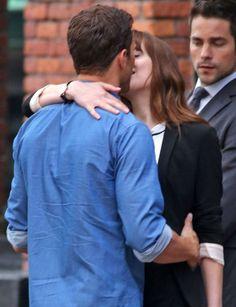 Dans quelques jours, le tournage de la suite de «Fifty Shades of Grey» viendra s'installer à Paris. Pour l'instant, les acteurs sont à Vancouver. Et entre Dakota Johnson et Jamie Dornan, il y a de l'amour dans l'air.