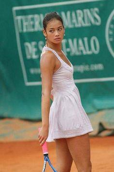 Wta Tennis, Sport Tennis, Tennis Dress, Tennis Clothes, Cristiano Ronaldo, Beautiful Athletes, Tennis Players Female, Tennis Fashion, Tennis Stars
