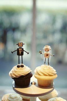 De la nota: Originales y divertidos muñecos para el pastel boda  Leer mas: http://www.hispabodas.com/notas/1526-originales-munecos-para-el-pastel-boda