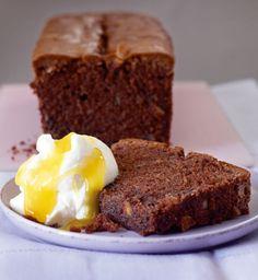 Double-Chocolate-Kastenkuchen: Zum kräftigen Schokokuchen gibt es Sahne und fruchtig-herben Lemon Curd - traumhaft lecker!